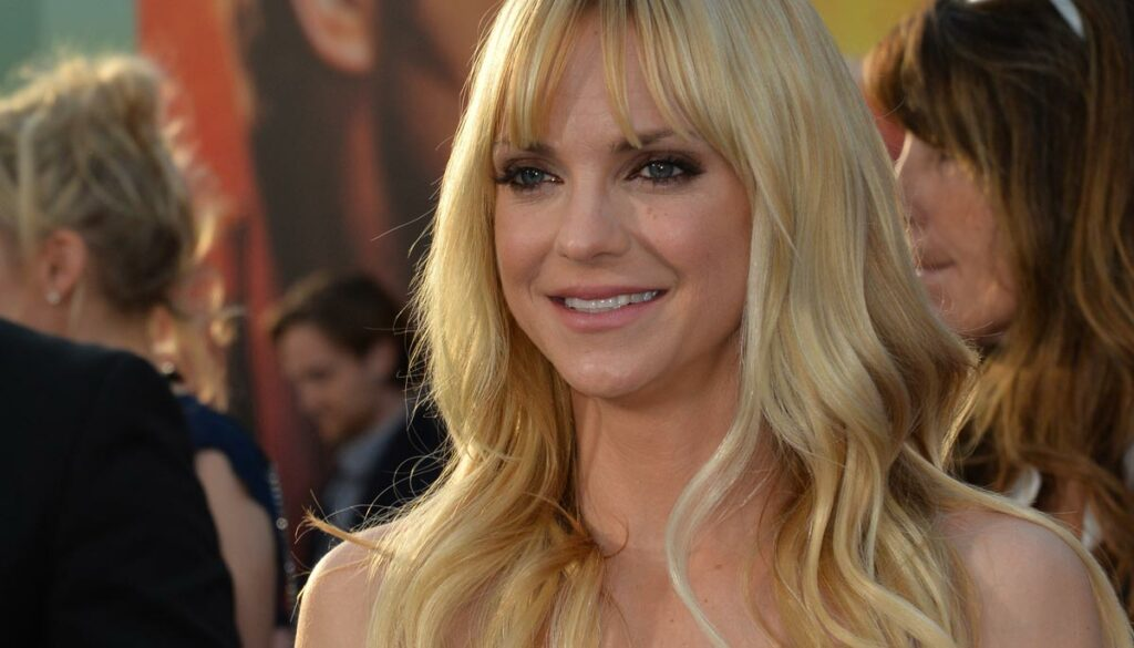 anna faris spotted diamond engagement ring