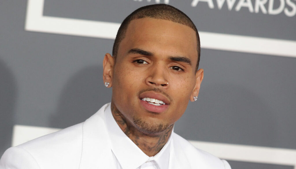 chris brown wearing a white suit on the red carpet