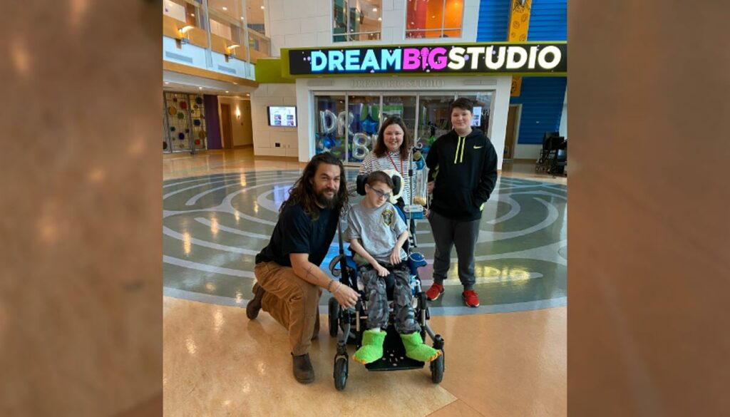 actor jason momoa visits with patient at children's hospital in pittsburgh