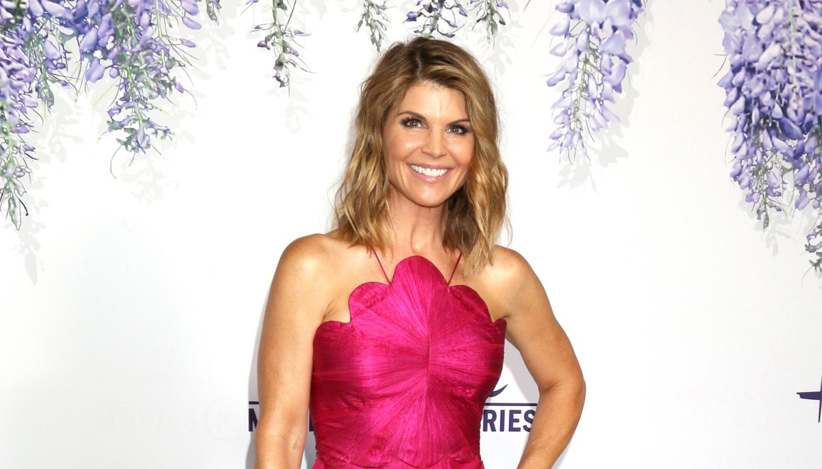 lori loughlin in a pink dress on the red carpet