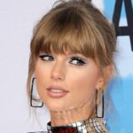 Watch: Taylor Swift Steals the Show at American Music Awards